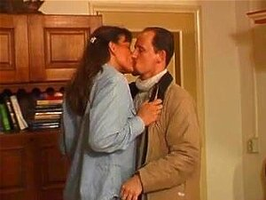 Graciosa E Velha Apresenta-se Para O Seu Marido Corno Porn