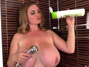 Doce Milf Peituda No Chuveiro. Incríveis Grandes Mamas Naturais. Porn