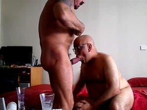 Dois Velhos Gays Amadores A Foder No Sofá. Embora Os Gays Que Fodem No Rabo Neste Porno Amador Pareçam Nojentos, Este Clipe é Mesmo Muito Bom. Porn