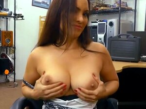 Mulher De Peitos Enormes Recebe Seu Bichano Perfurado A Casa De Penhores, Porn