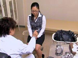 A Miúda Brilhante Foi A Uma Consulta De Ginecologia E Foi Fodida. Uma Miúda Japonesa Estava Desconfortável No Ginecologista. Para Fazê-la Sentir-se Melhor, O Ginecologista Pegou No Seu Longo Martelo Do Amor E Enfiou-o Na Sua Vagina Apertada. Porn