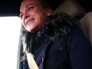 Loura Adolescente Amadora Fodeu Com Estranha E Sexy Adolescente Loira Cristin Caitlin Deu Boleia A Uma Estranha Com O Carro Luxurios E Depois De Pouco Falar Com Ele Ele Encostou E Bateu-lhe Na Rata E Na Boca Pov Porn