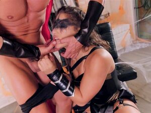 Twistys Rígido - Abella Perigo Toda Vestida De Couro Porn