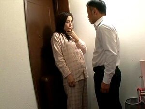 A Japonesa Sasaki Aki Gosta De Chupar Um Pau Duro No Chão-Sasaki Aki Porn