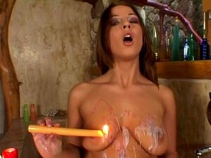 Tiffany Derrama Cera Nos Peitos Dela E Fode A Cona Com Uma Vela Porn