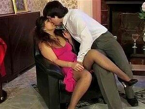 Amadurecem No Vestido Rosa Porn