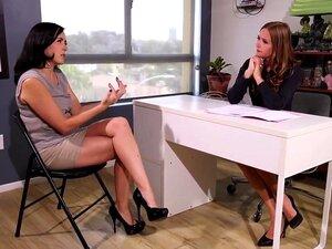 Entrevista De Emprego E Urina De Escritório, Porn