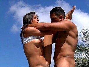 O Brasileiro é Muito Duro. A Brasileira Excitada Toma A Pila Dura Do Seu Poderoso Garanhão. Porn