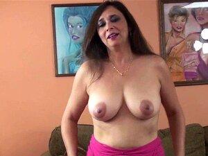 O Prazer De Busty MILF Alesia Está A Fazer Um Broche A Um Tipo Que Ela Acabou De Conhecer. Porn