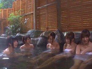 Palpitante Babes Japonês Dando Um Boquete Fantástico Em Uma Piscina Porn