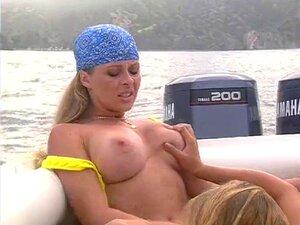 Garotas Comendo No Barco Porn