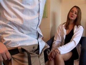 A Secretária Rose Wood Obriga-o A Tirar As Calças Para Se Masturbar. Porn