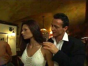 A Mulher Relutante Junta-Se A Groupsex No Bar Porn