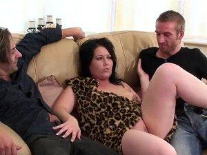 Cavegirl Estoura 3 Pilas Antes Da Penetração Tripla Porn