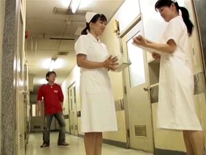 Homem Lascivo Caiu Sobre Os Joelhos E A Enfermeira Sharked Saia, Homem Malvado Decidiu Pregar Uma Partida De Sexo Quente Com A Enfermeira Muito Japonês. Ele Fingiu Ter Caído Perto O Babe E Rapidamente Levantou O Vestido Dela Uniforme Tão Altamente. Porn