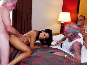 Os Homens Do Sexo Antigo Ficam Com Uma Brasa Latina. Porn