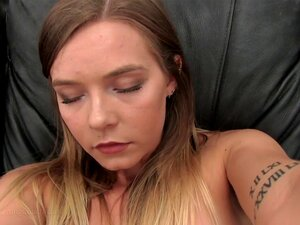 Erin Video-BackroomCastingCouch, Apresentadora De Restaurante De 20 Anos Erin Afirma Que Seu Interesse Na Indústria Pornô é Porque Ela é Uma Pessoa Tão Sexual. Ela Também Está Mais Do Que Bem Com Anal. Sem Namorado. Se Tudo Isso For Verdade, Então Esta Lo Porn