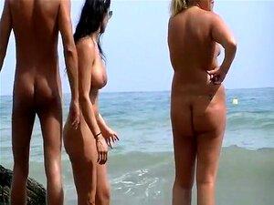 Mamas Grandes Nudistas Com Corpo Fantástico, Mamas Grandes Nudistas Com Corpo Fantástico E óculos De Sol A Falar Com Homem Nu E Mulher Gordinha Nudista. Porn