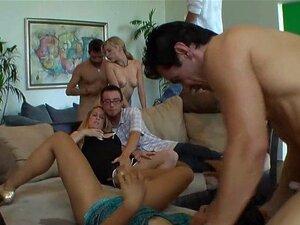 Ver Um óptimo Grupo A Bater. Homens E Mulheres Estão A Ter Um Grupo Muito Excitante A Foder Aqui. Porn