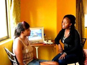 Raparigas Africanas Sexy Com Corpos Curvados Brincam Umas Com As Outras. Porn