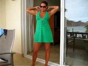 Decapagem Na Sacada Do Hotel, Minha Mulher Madura Desnudar-se Na Varanda Do Nosso Quarto De Hotel. Ela Tira Seu Sensual Vestido Verde E Biquíni Dela Então Ela Começa A Usar Um Vibrador Em Sua Boceta Raspada Para Tirar. Porn
