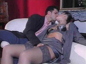 Vagabunda Vintage Em Meias De Saltos Altos Fodida No Sofá Porn