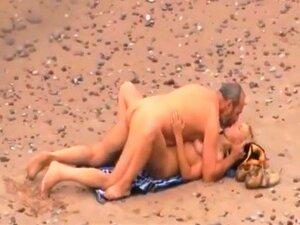 Cara Maduro Creampies Júnior Uma Mulher. A Fodê-la Bem E Duro Em Uma Praia Pública E Preenchimento Para Cima Com Quente Cum Porn