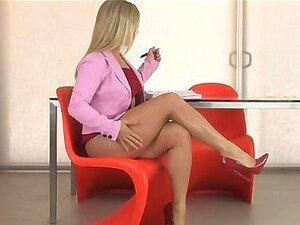 Sexy Loira Gata Fica Excitada Se Exibindo Porn