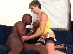 Traindo A Mulher Madura Britânica Sonia Mostra Seus Peitos Grandes Porn