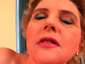 Vovó Com Seios Grandes E Buceta Cabeluda é Dildoing Porn