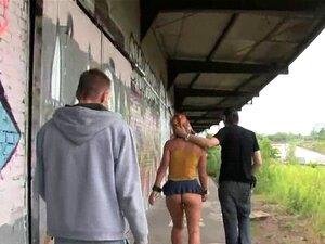 Linda Menina. Busty Pretty Girl Comprada Como Escrava Sexual Na Cena De Bondage Fantasy Porn