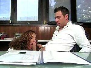 . Segretaria De La. é Um Filme Pornô Italiano Desagradável, Neste Filme Pornô Italiano Existem Alguns Clipes Realmente Desagradáveis. Em Alguns Casos, Babes Meias Enquanto Transando E Recebendo Tratamentos Faciais. Porn