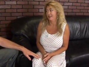 Madura A Trair O Marido Com Uma Picha Júnior. Porn