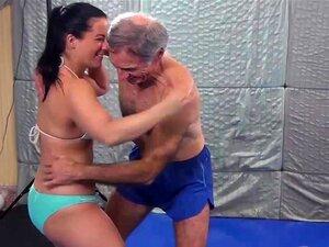 Luta Sensual Com Caroline Leva A Vitórias Facesitting Porn