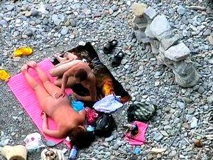 Broche Amador Na Praia Porn