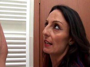 Mãe Entra No Banheiro - Italiano Porn
