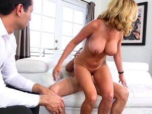 Janna Hicks Seduz O Amigo Do Marido Enquanto Ele Assiste Porn