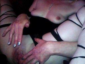 O Hot Milf Masturba-se Com Orgasmos A Solo A Ver Pornografia. Porn