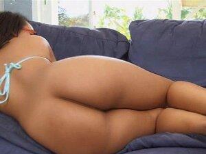 Ava Sanchez Leva Uma Bela Pancada Por Trás Depois Da Twe. Ava Sanchez Tem Um Rabo Grande E Natural Que Foi Glorioso Como Sempre Ela O Twerks Para A Câmera E Para O Cara, Em Seguida, Ela Leva Uma Boa Batida Por Trás E Geme E Grita Ela, Em Seguida, Montar E Porn