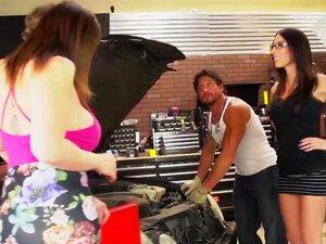 Sara Jay E Dava Foxx Lidar Com Dois Galos Na Garagem! Porn