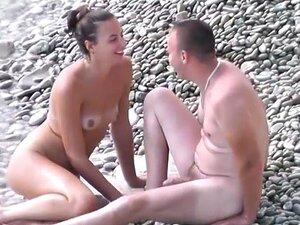 Vinhetas Em Uma Praia De Nudismo 15 Porn
