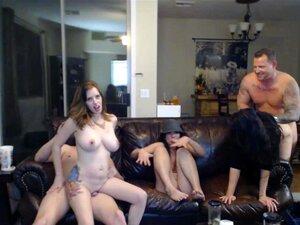 Três MILF Peituda Transando Na Webcam No Seu Sofá Porn