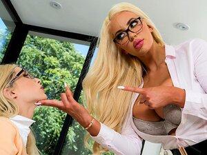 Mostrando-lhe O Trabalho De Chefe-Brazzersnet, A Nicolette é Uma Executiva Poderosa Que Recentemente Contratou Uma Nova Secretária, A Piper. No Entanto, Piper Precisa Pegar A Folga, Ela é Horrível Em Arquivar E Está Transformando Os Negócios De Nicolette  Porn