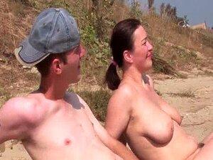 Ménage à Trois Real Amador Na Praia Porn