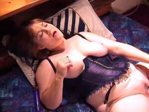 Um Vibrador Preto Gigante Para Uma Rapariga Muito Grande. Porn