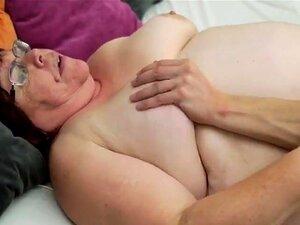 O Homem Júnior E A Velha, O Homem Júnior, Divertindo-se Com A Velha Senhora Porn