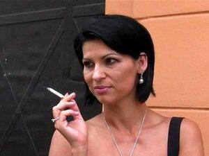 Menina Fumando Ao Ar Livre Porn