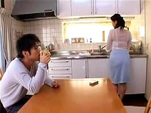 Mãe Japonesa Boazona 40, Japonesa Madura é Seduzida Por Um Jovem Porn