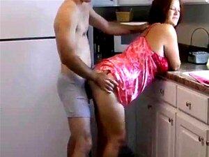 Dona De Casa Em Um Cetim SLIP FUCKEDousewife Em Um Cetim Deslizamento Fodido Porn