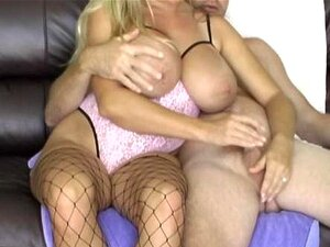 Amber Empurrões Pau Nos Peitos Dela Porn